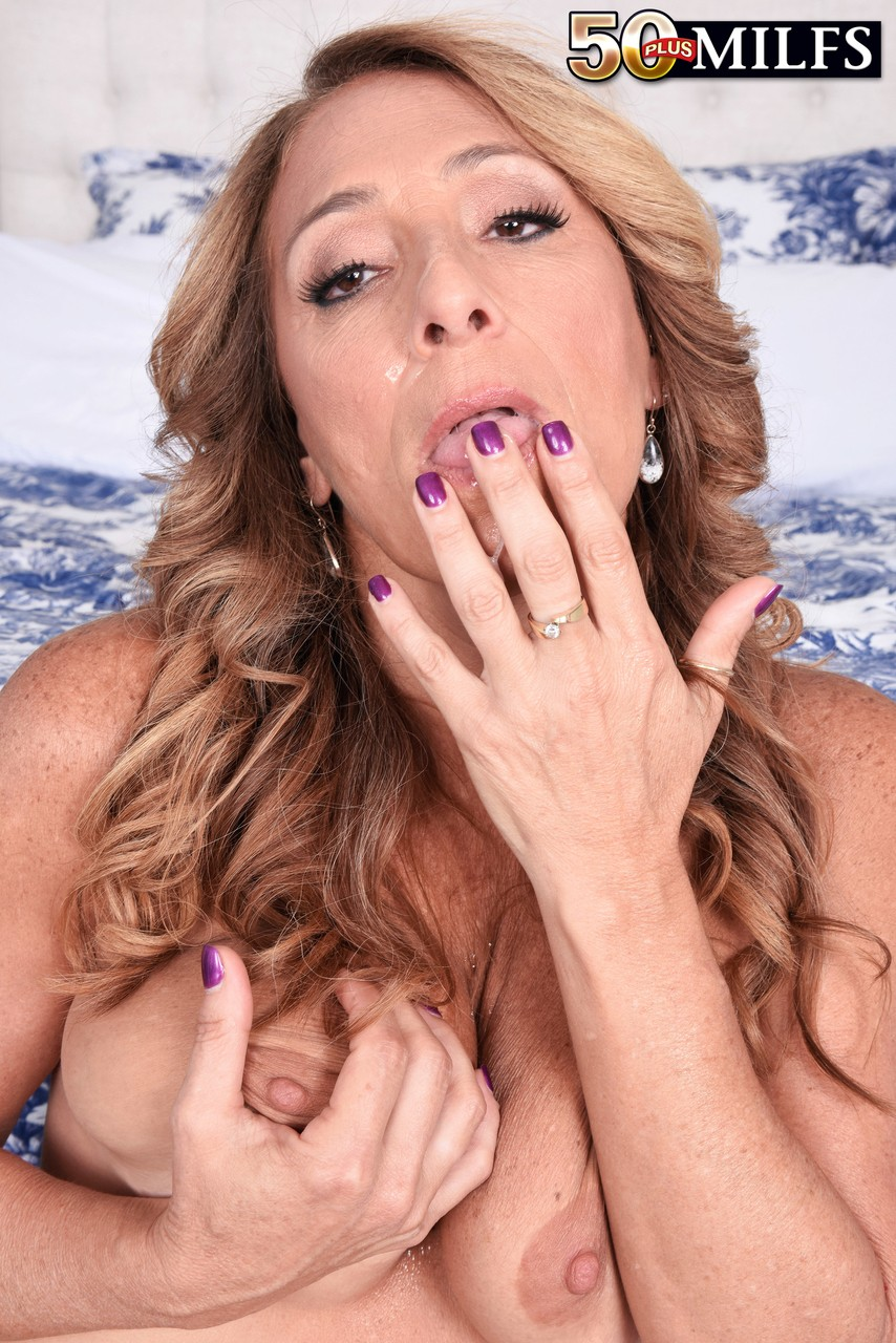 Over 50 woman Torri Lee licks jizz from her fingers after going A2M
