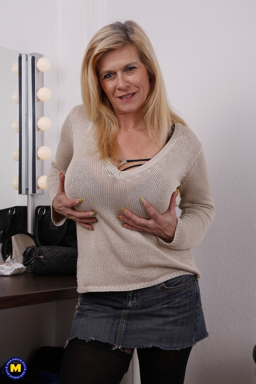 mature solo housewife masturbation