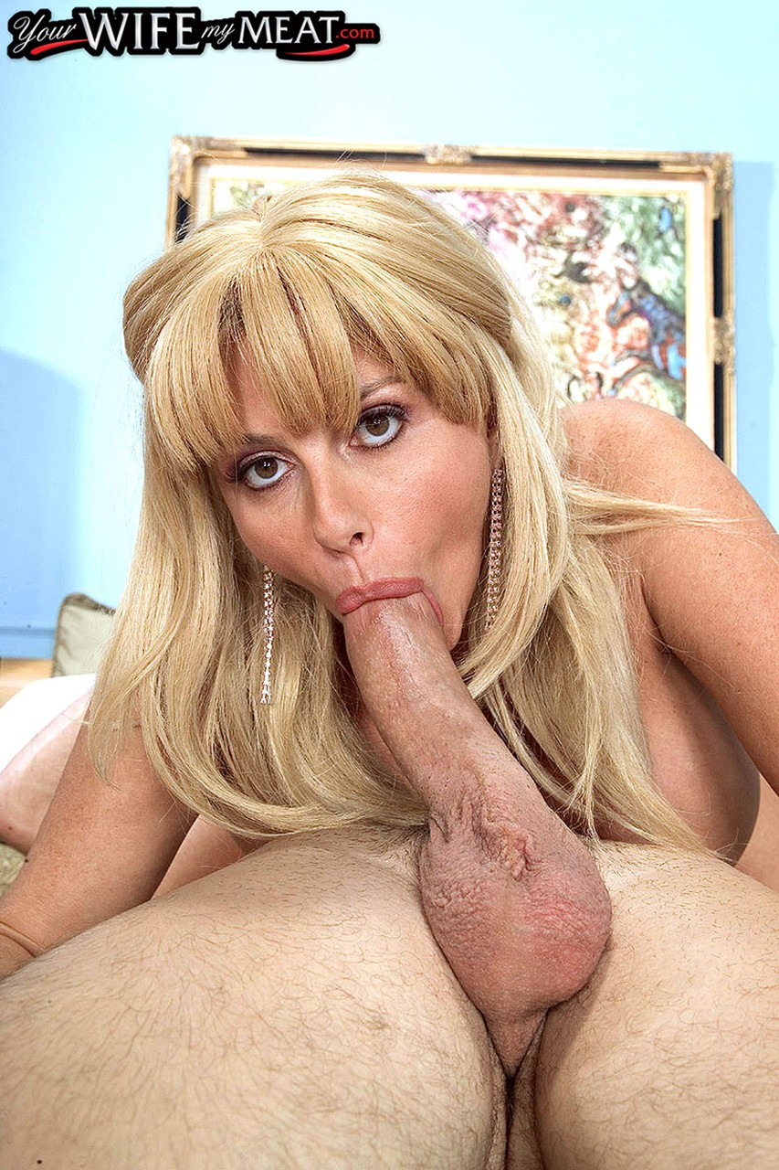Big boobed pornstar Penny Porsche takes care of her mans cock with a blowjob