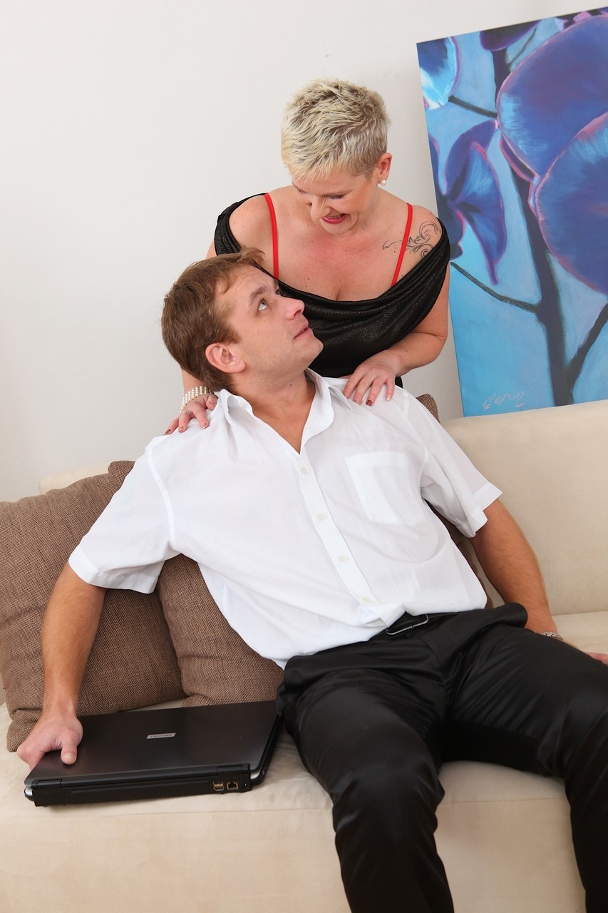 Big boobed mom Diede Jones wants to ride young cock with her wet pussy