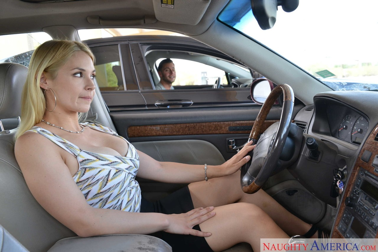 Sarah vandella, dirty sex with the driver