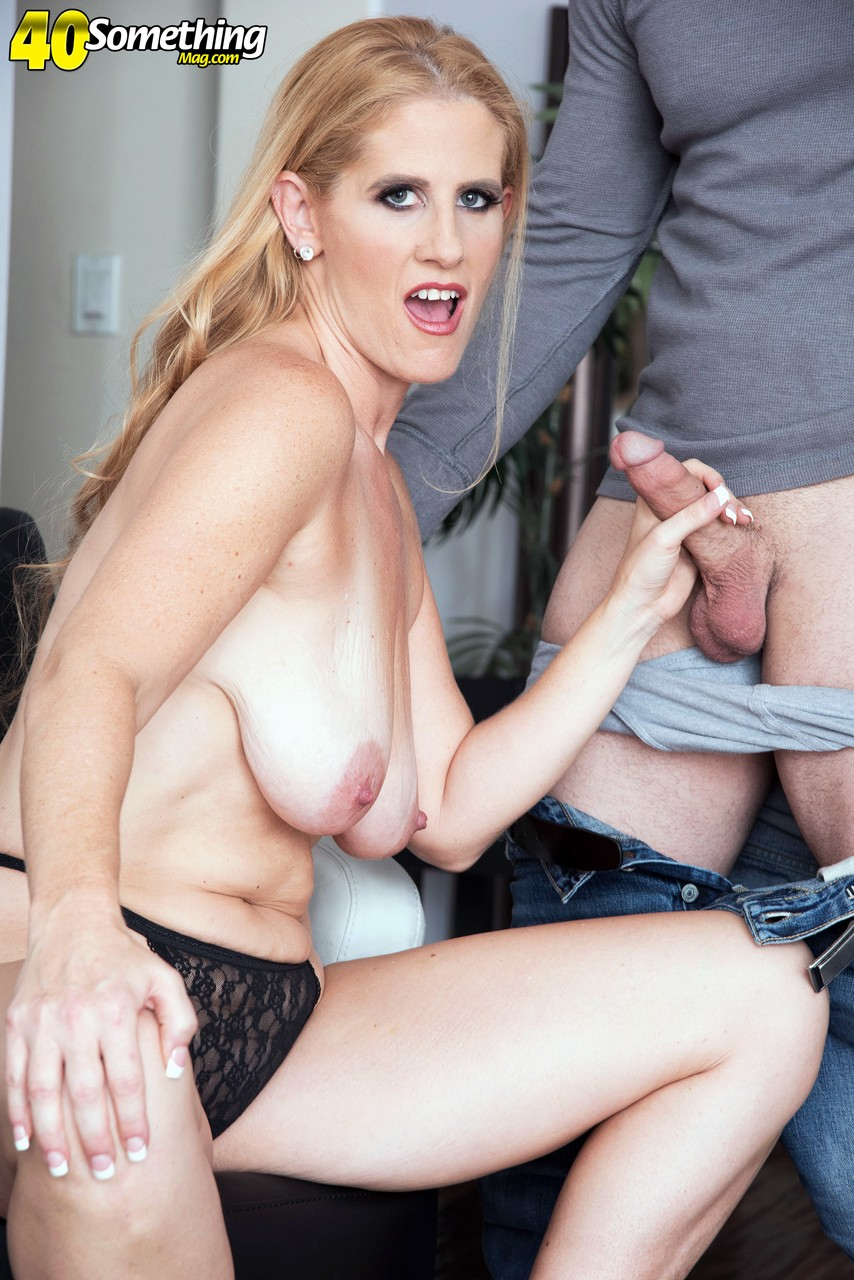Blue-eyed MILF with great fucking experience and big tits fucks younger guy