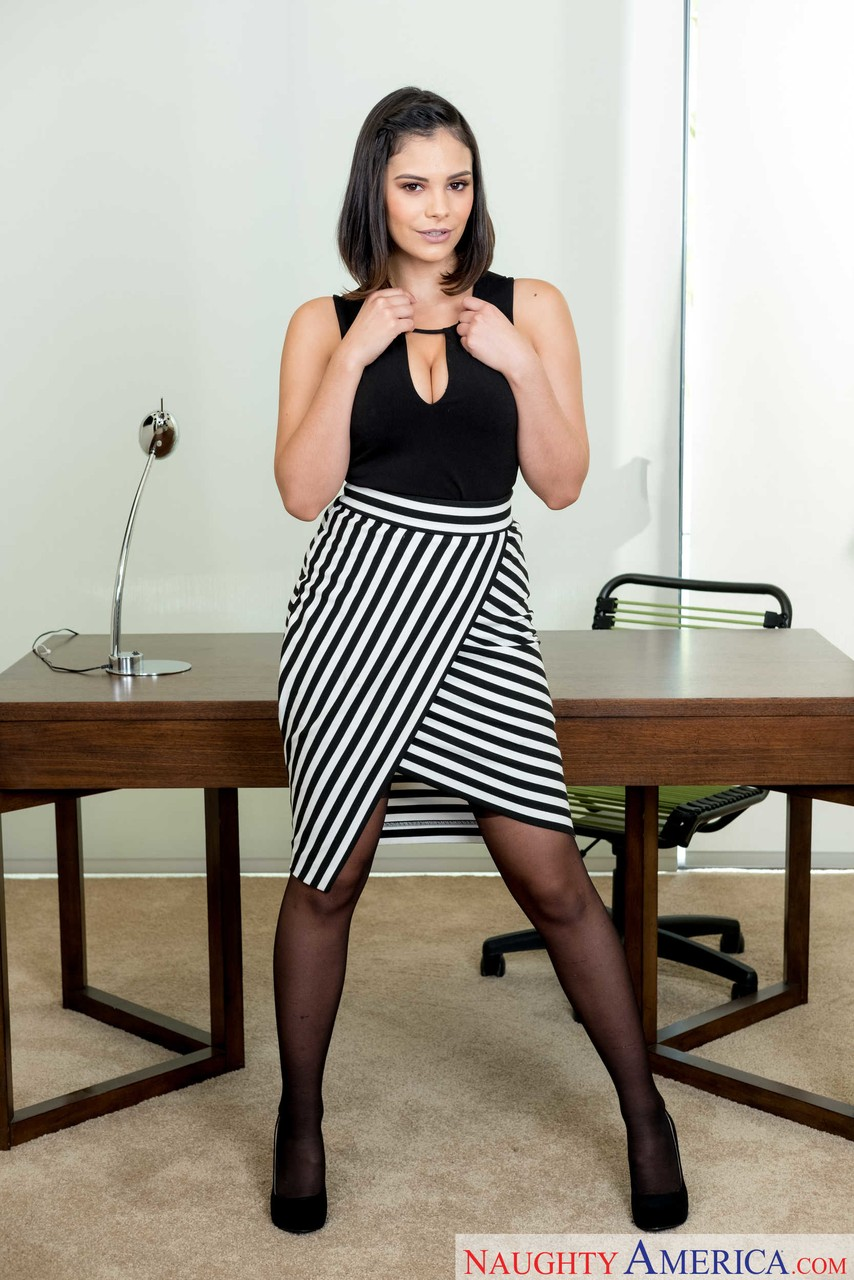 Hot Latina Violet Starr often has fun with her boss in the workplace