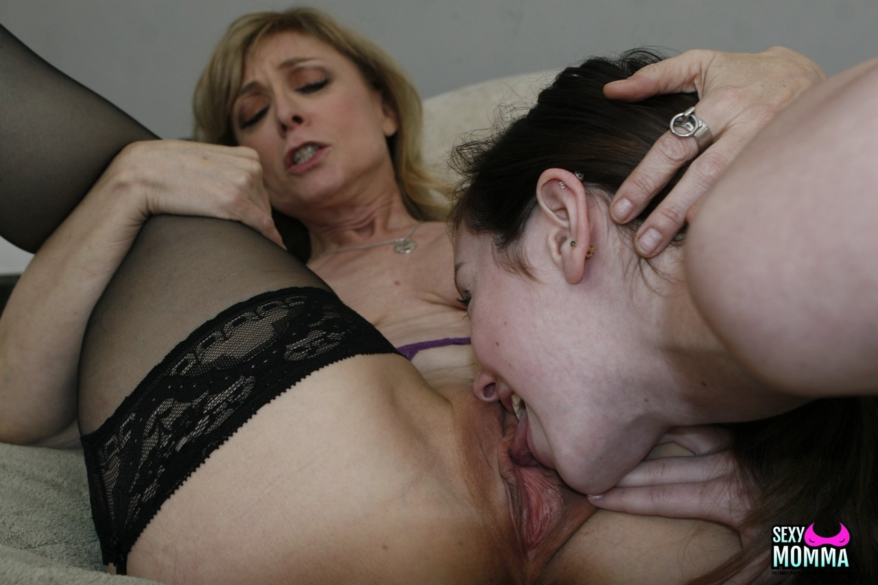 Dirty blonde cougar shares lesbian experience with her innocent stepdaughter