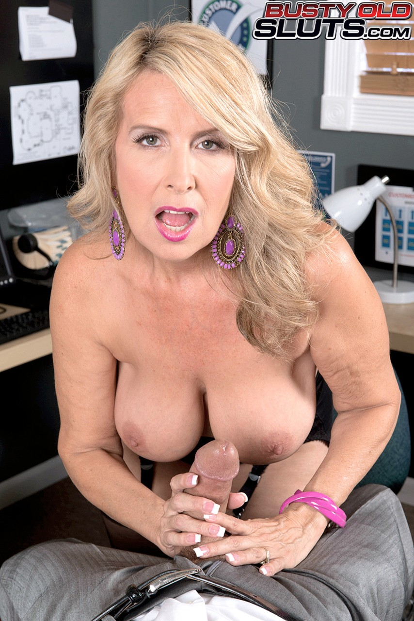 Italian MILF secretary Laura Layne gets penetrated in the ...