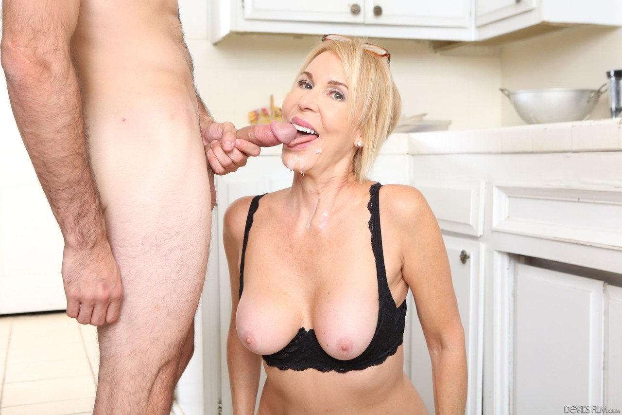 Blonde cougar suck and fuck