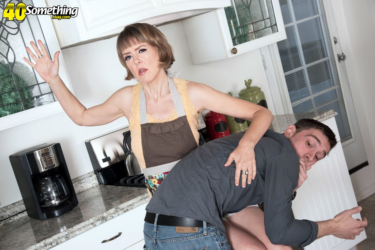 Housewife Jamie Foster gets her muff licked out and fucked by her sons friend