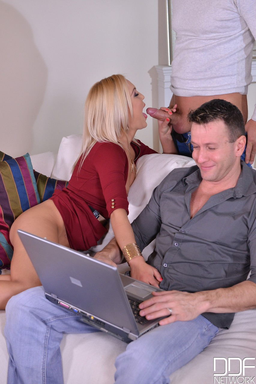 Two horny males receive it on