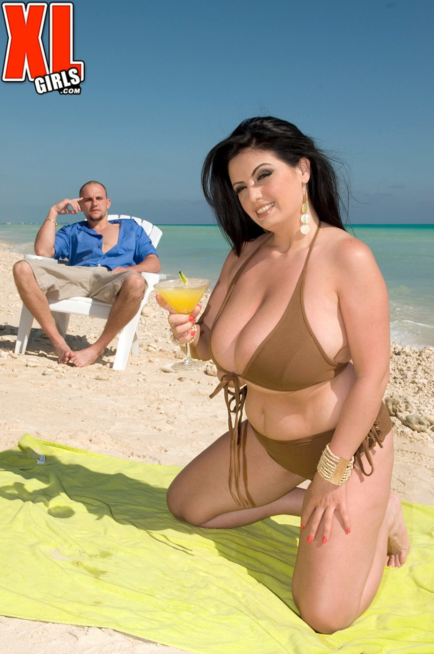 Exotic BBW Arianna Sinn got her big breasts and vagina fucked at the beach