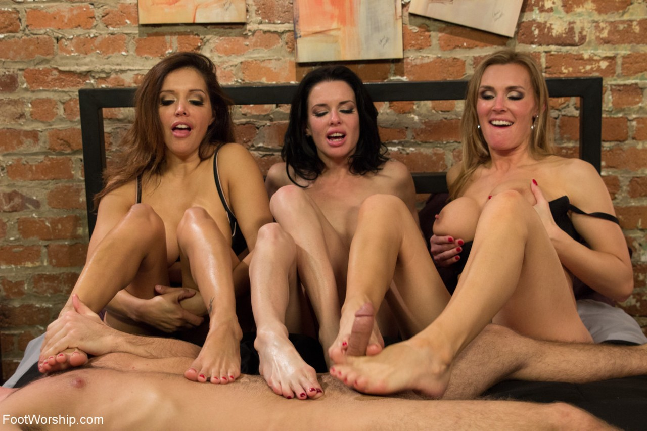 Lesbian Foot Worship Foursome