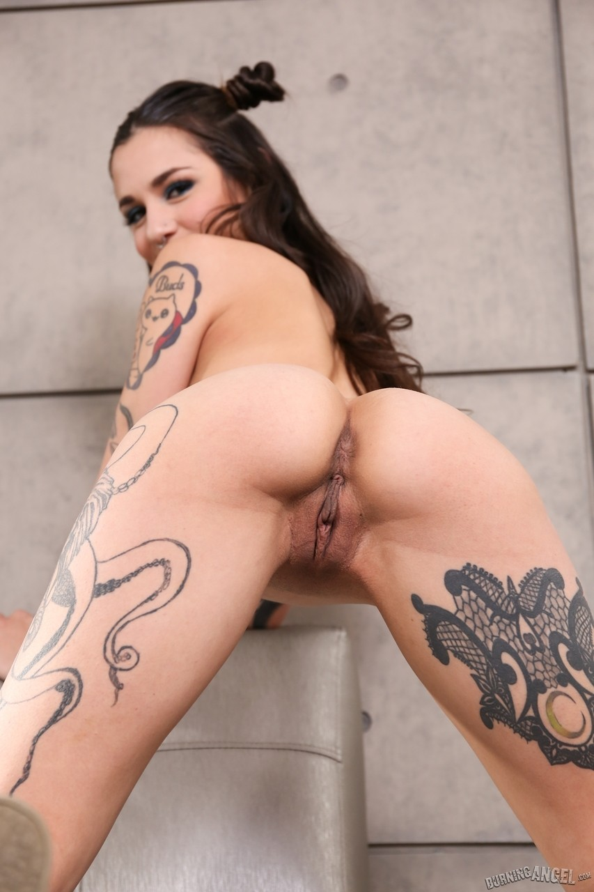 Cute Solo Girl Luna Lovely Shows Off Her Bare Pussy And