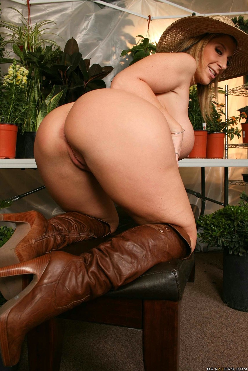 Blonde chick Sara Jay exposes her big ass in a straw hat and high heeled boots