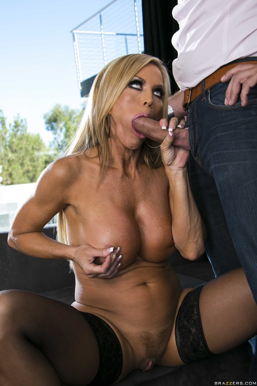 Amber Lynn Naked after a couple of words amber lynn gets naked and seduces