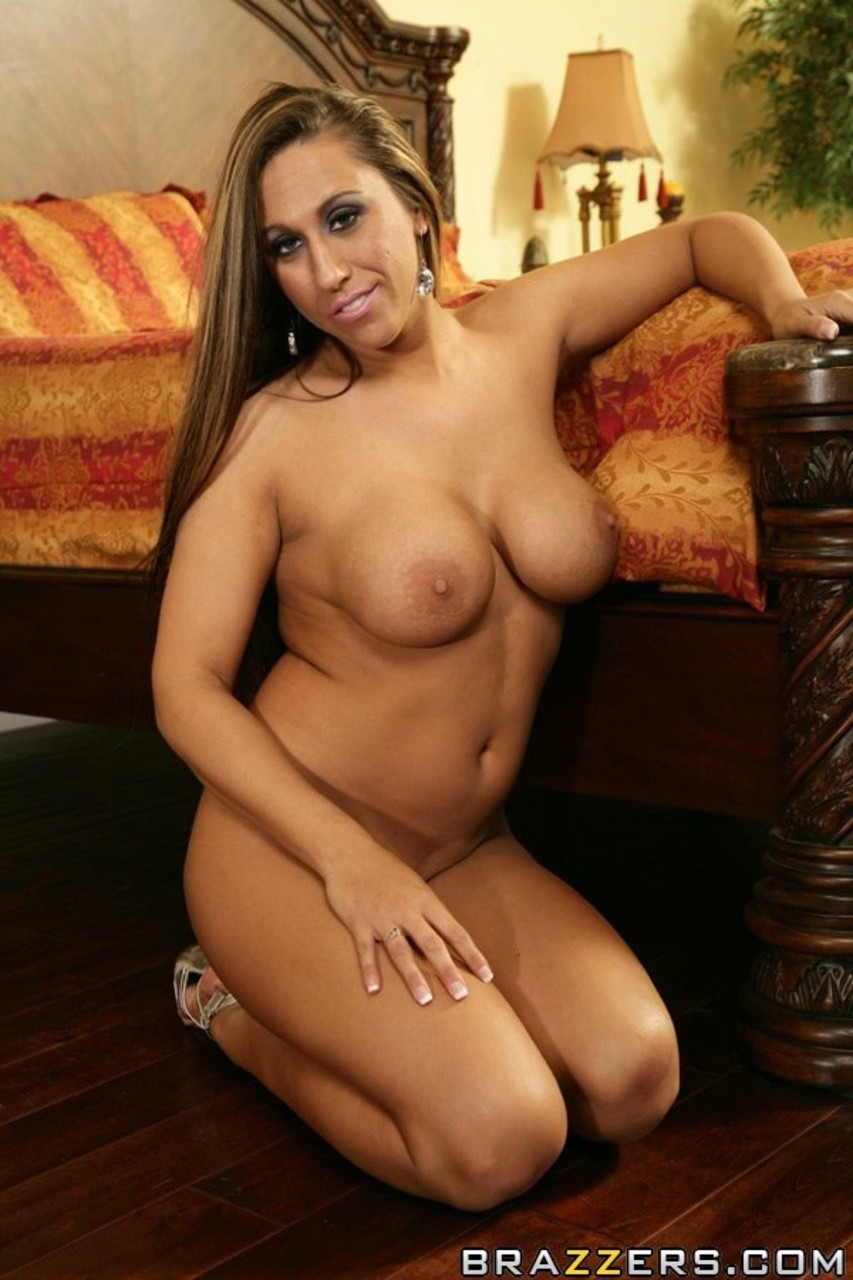 MILF Alisandra Monroe spends time with pleasure for us while nobody is home