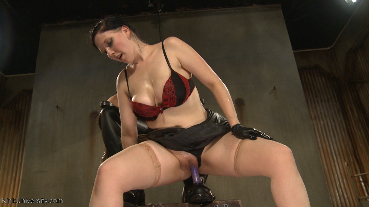 Mistress Nerine Mechanique gets her feet and shoes worshipped by her slave