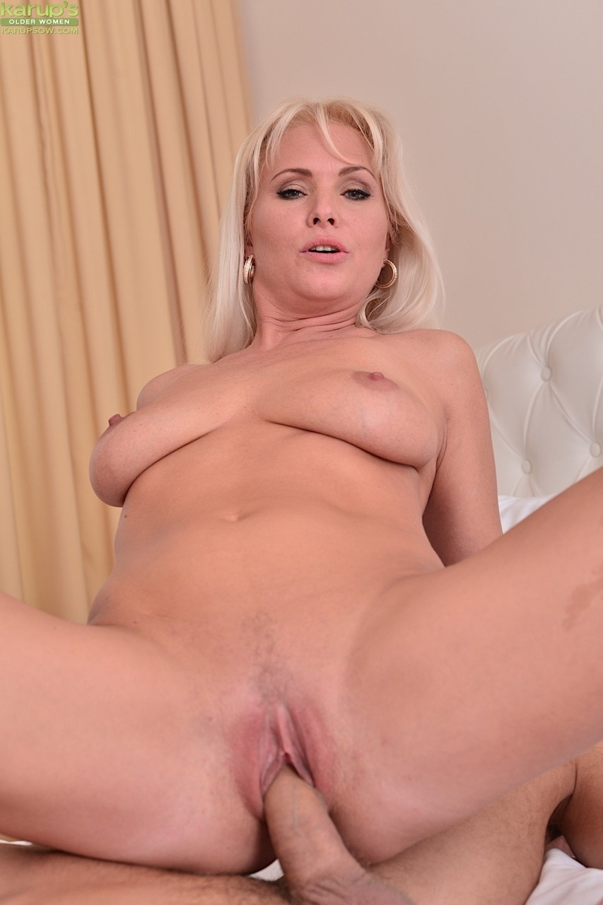 Busty Blonde Milf Enjoys Teen Clit