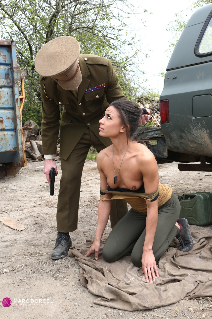 Cassie Del Isla gets penetrated outdoors after giving him a blowjob
