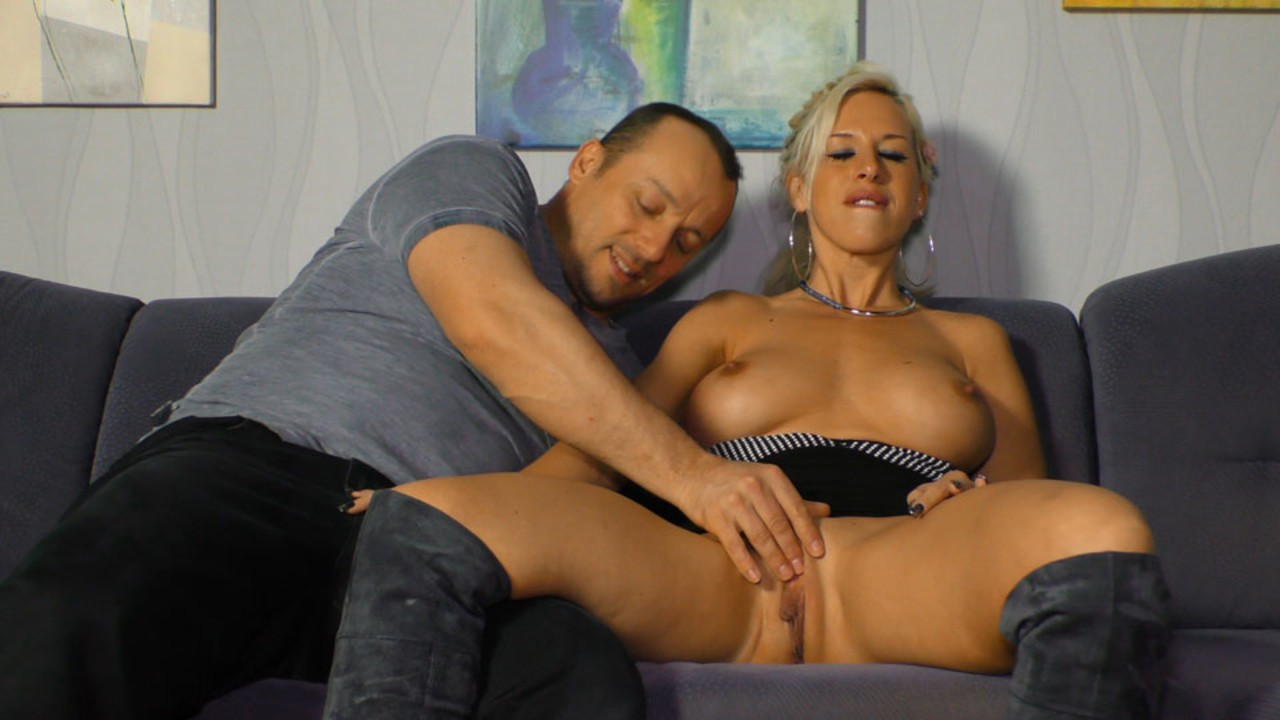 German MILF Manu Magnum takes a cumshot on her nice melons after fucking