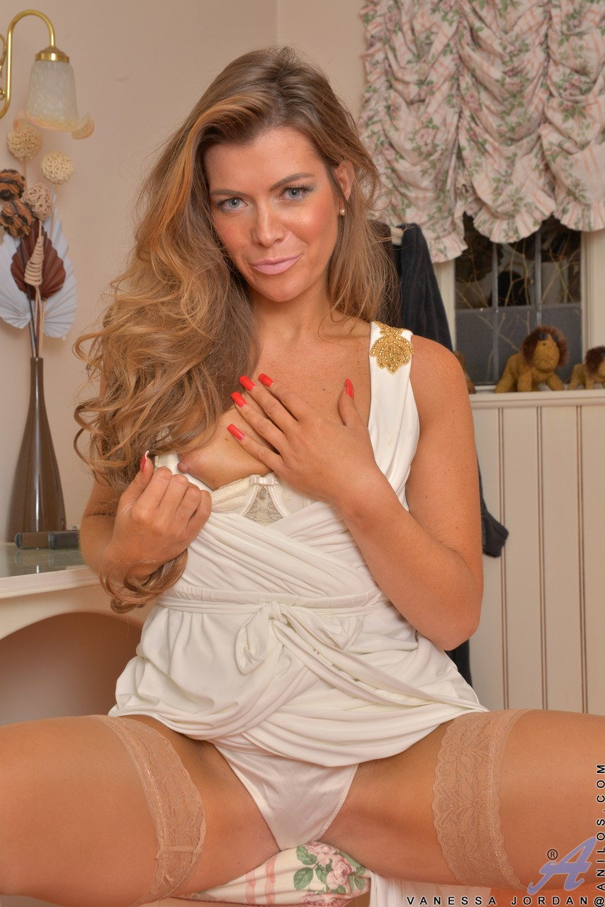 Mature MILF Vanessa Jordan uncovers her small boobs as she gets undressed