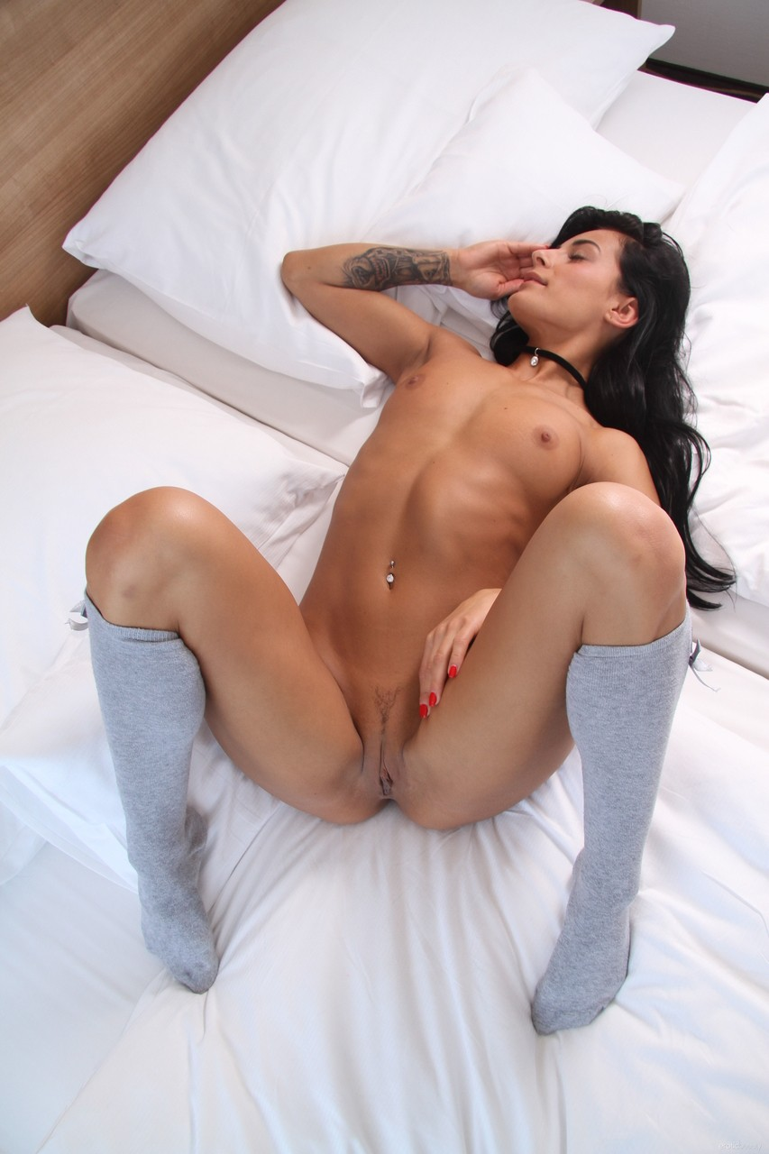 Realjamvr - Lexi Dona - This Hot Brunette Already Found A Dildo That Gives.