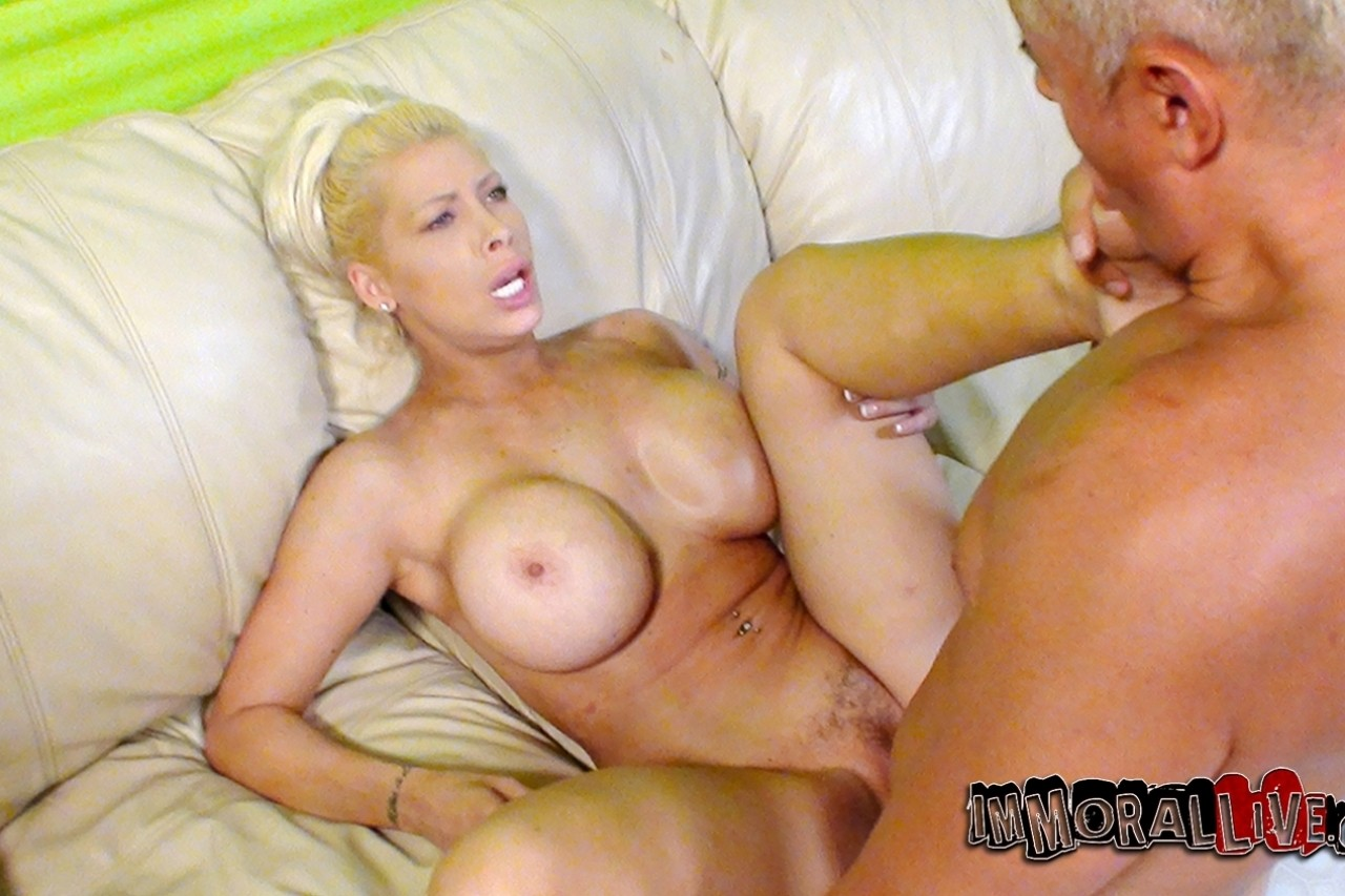 Candy Manson Videos Porno bitch with great balloons candy manson fucked as hard as she