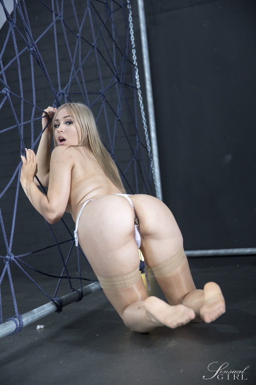 Hungarian Alana Moon feels a shot in the arm and exposes herself by the web