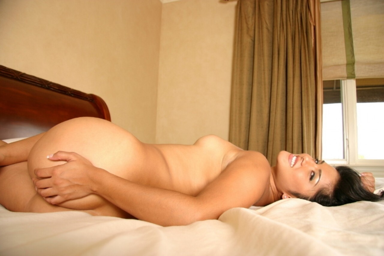 18618ccc4 ... Kinky babe Sunny Leone strips her bra   panties off and masturbates in  ...