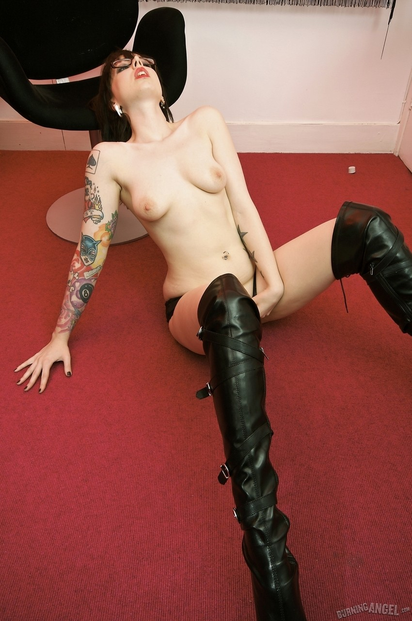 Skinny tattooed chick Kitty in sexy high boots is really rebellious thing