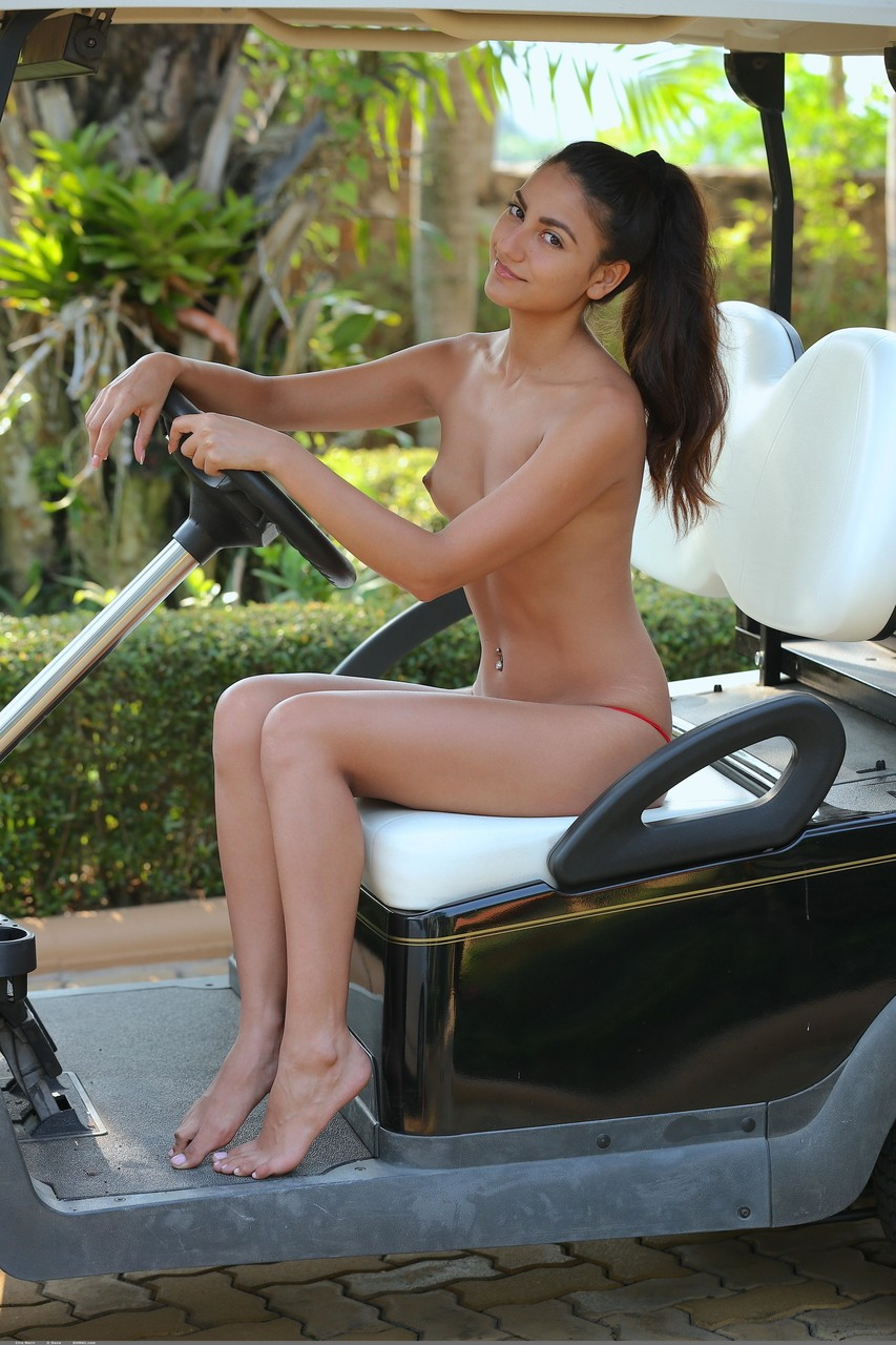 Solo girl Cira Nerri wears nice smile while crossing her long legs in the nude