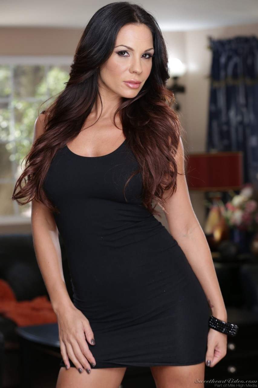 Attractive MILF  Kirsten Price drops black dress to model incredibly hot ass
