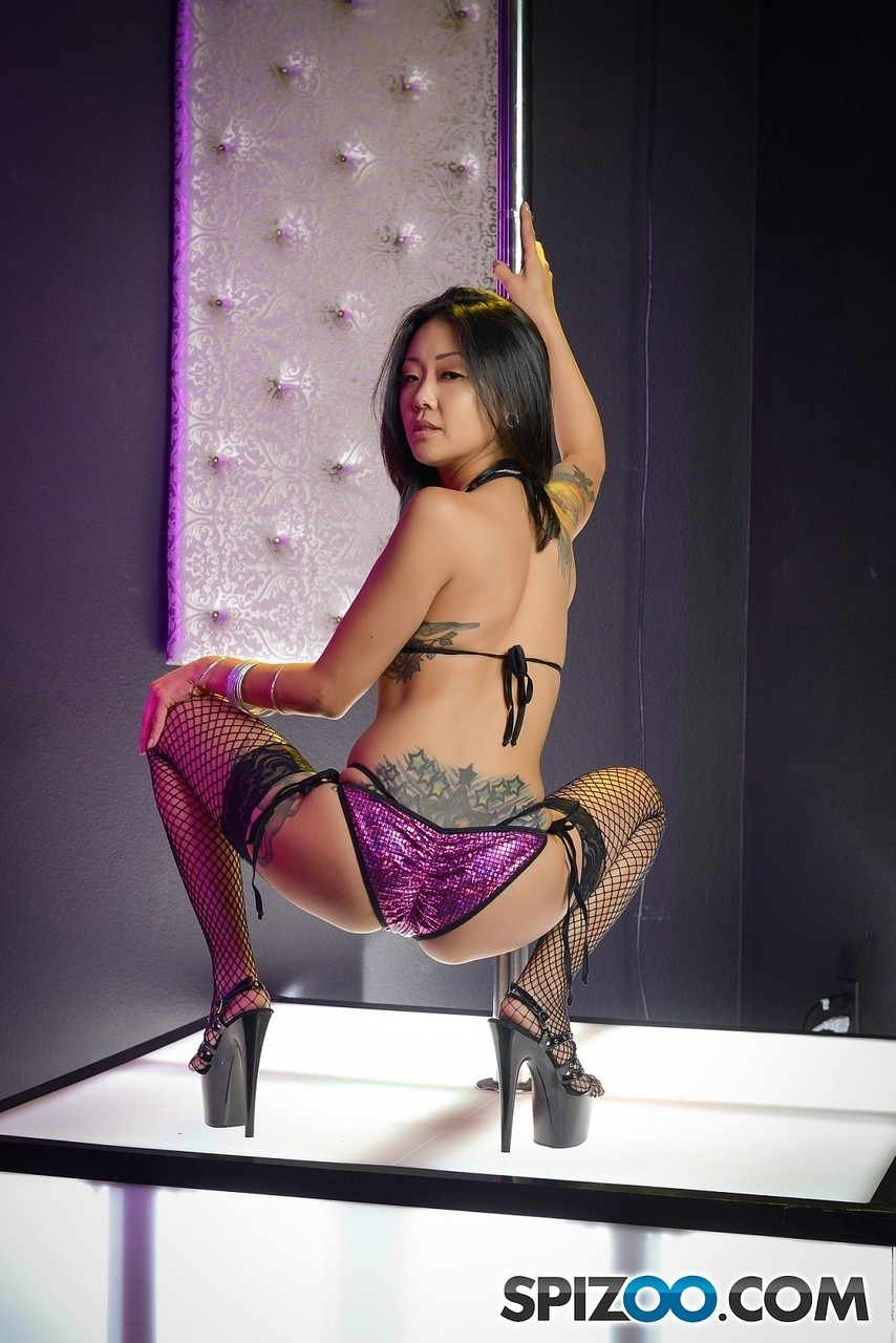 Perfect asian stripper Saya Song shows off her amazing body ...