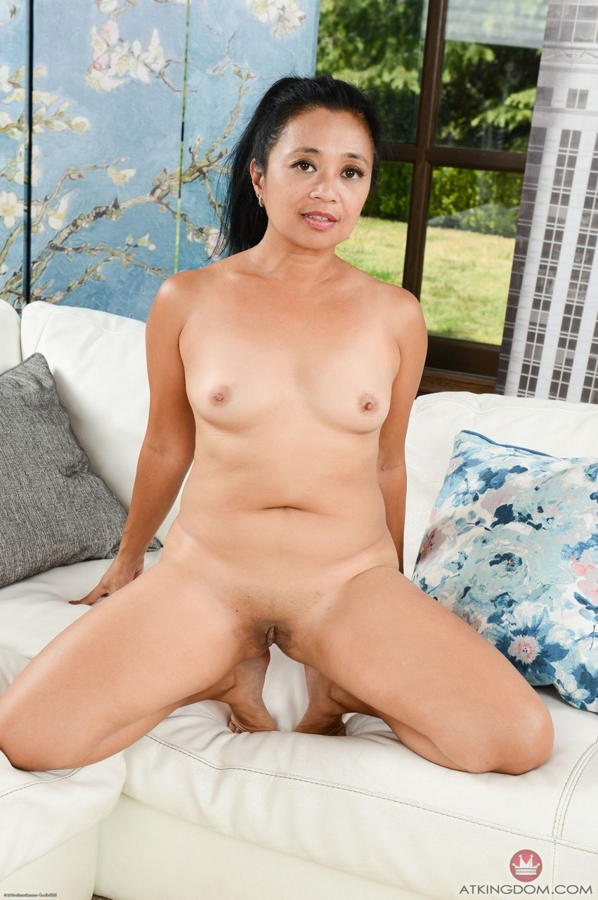 Older Filipina woman Lucky Starr finger spreads her pussy after getting naked