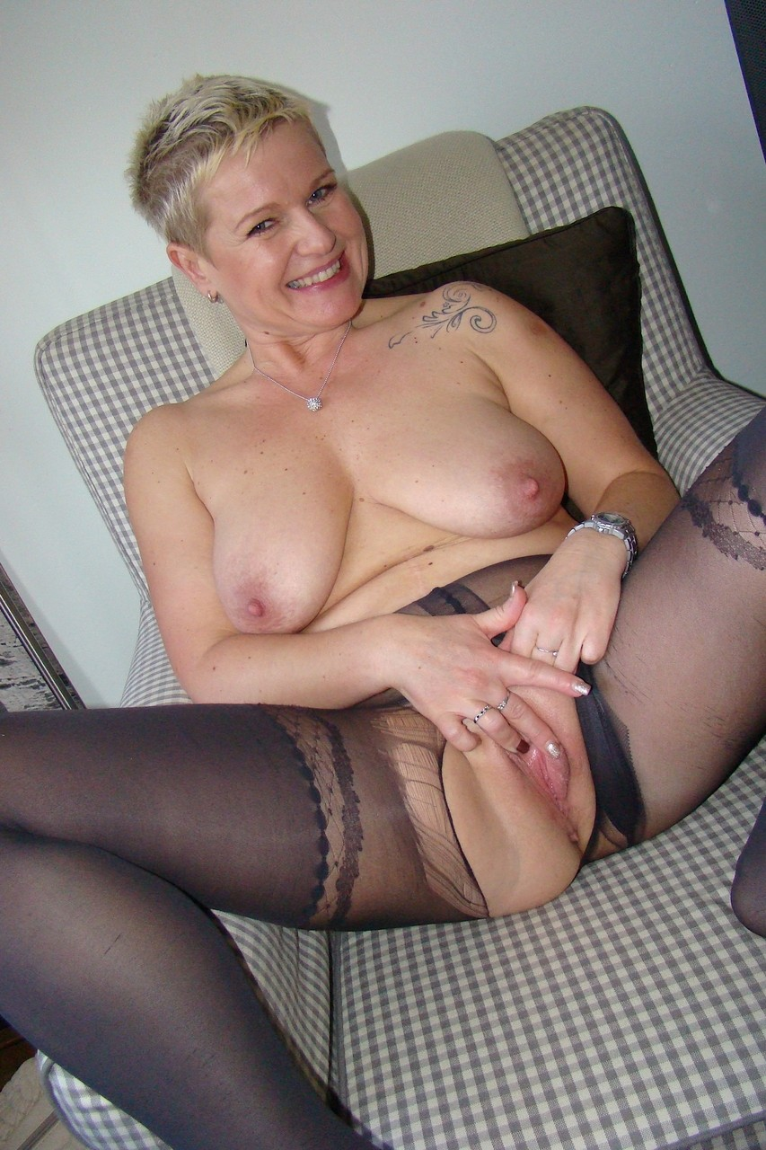 Happy alluring mature Deide Jones rips pantyhose to reveal butterfly pussy