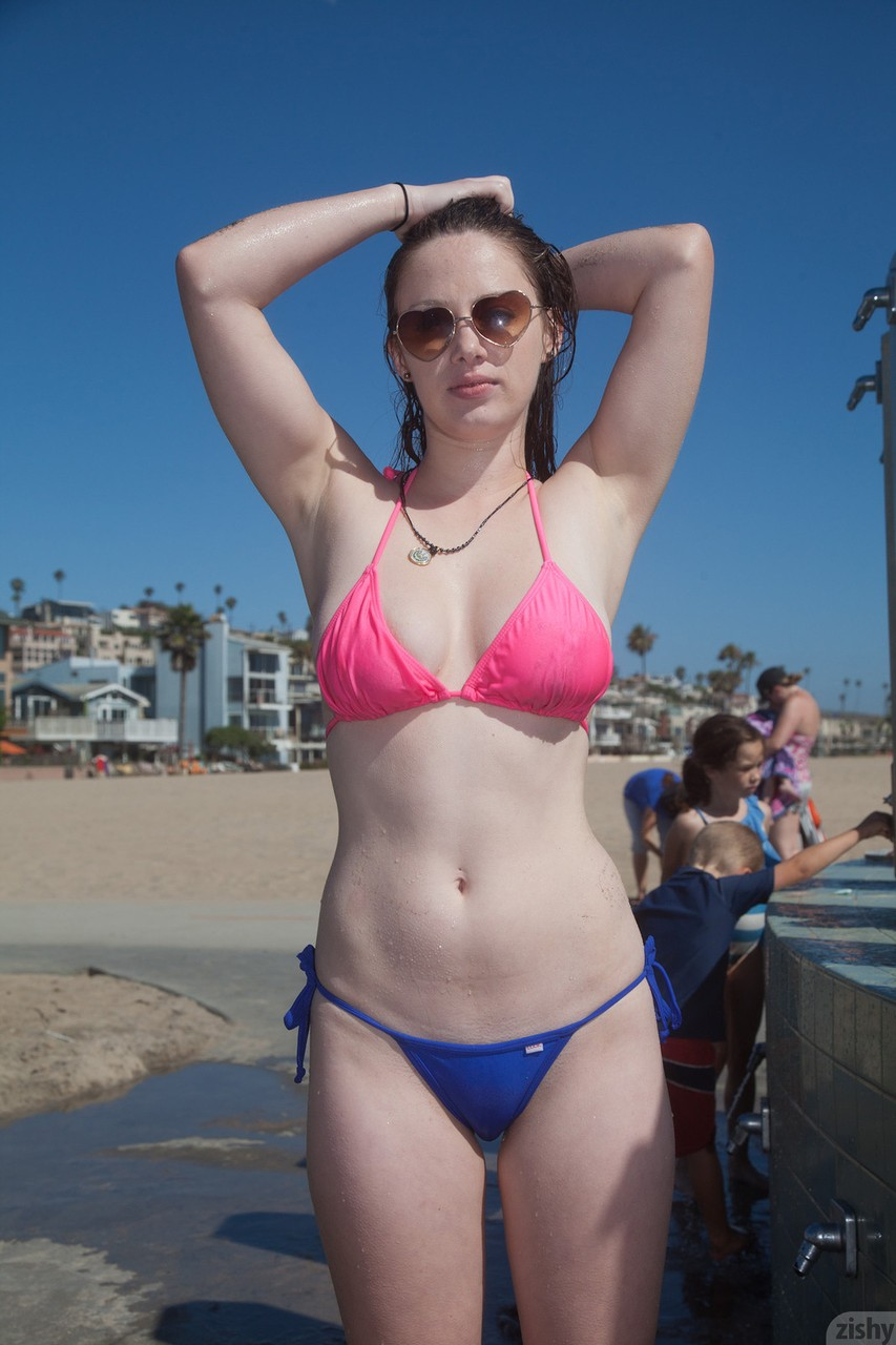 Winsome sweetheart Natalie Moore spends amazing day on the beach