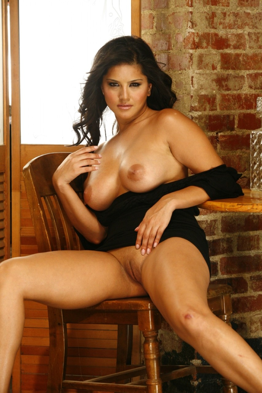 Sultry pornstar Sunny Leone is in perfect mood to touch twat in the empty bar