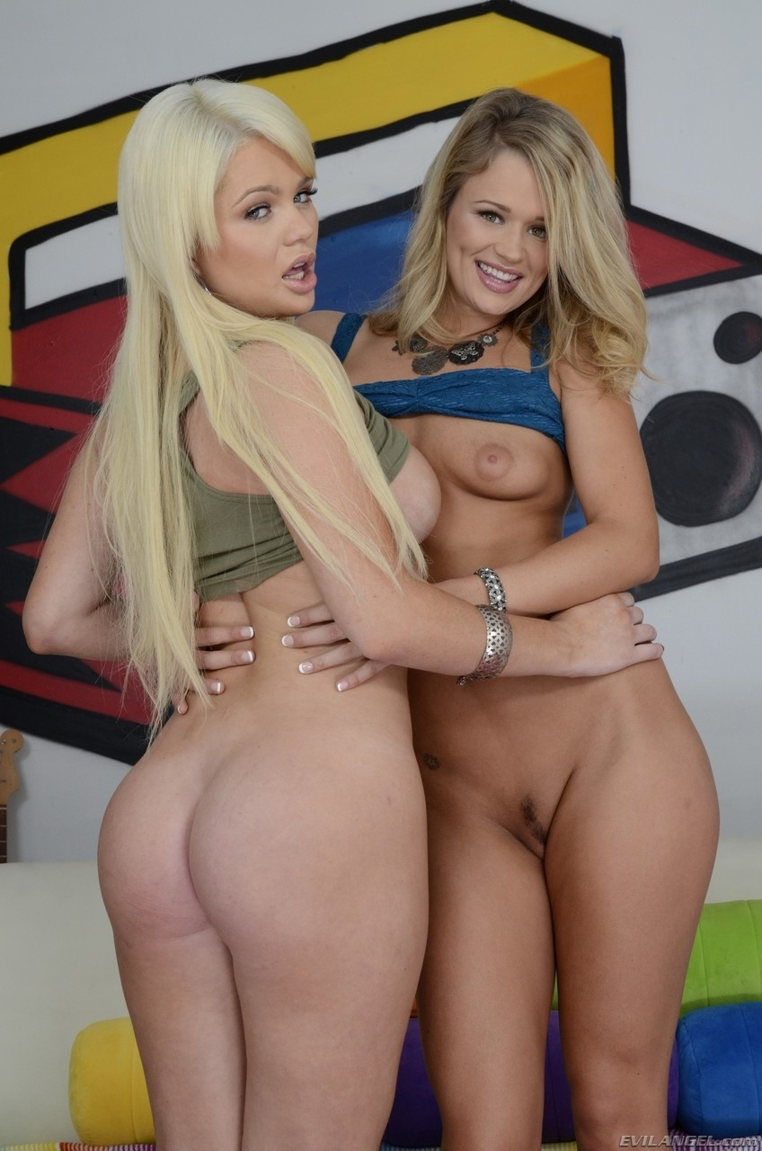 Pornstar hotties Heather Starlet and Alexis Ford show their juicy round asses