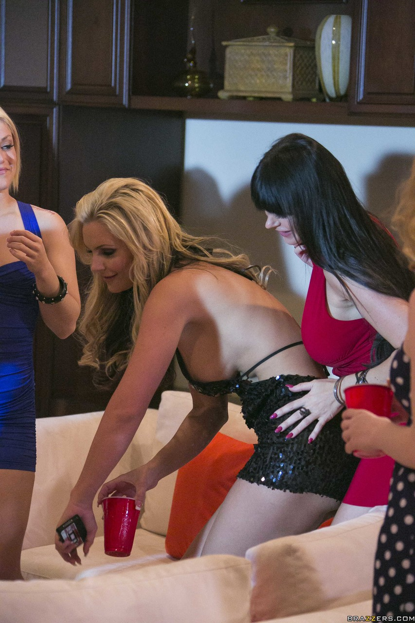 Blondes with big tits Nikki Benz and Alexis Ford get banged in foursome