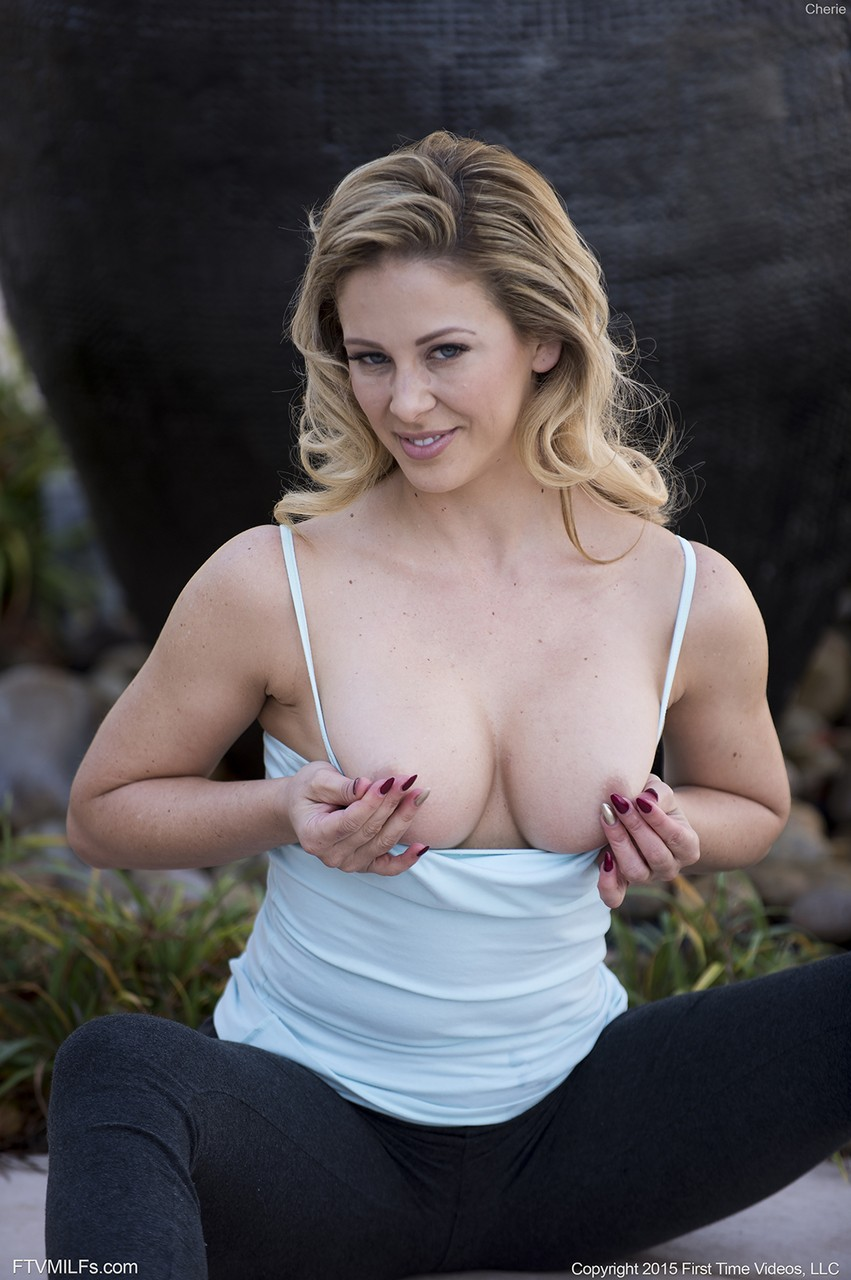Hot MILF with great body shapes Cherie takes off tight leggings and nudes tits