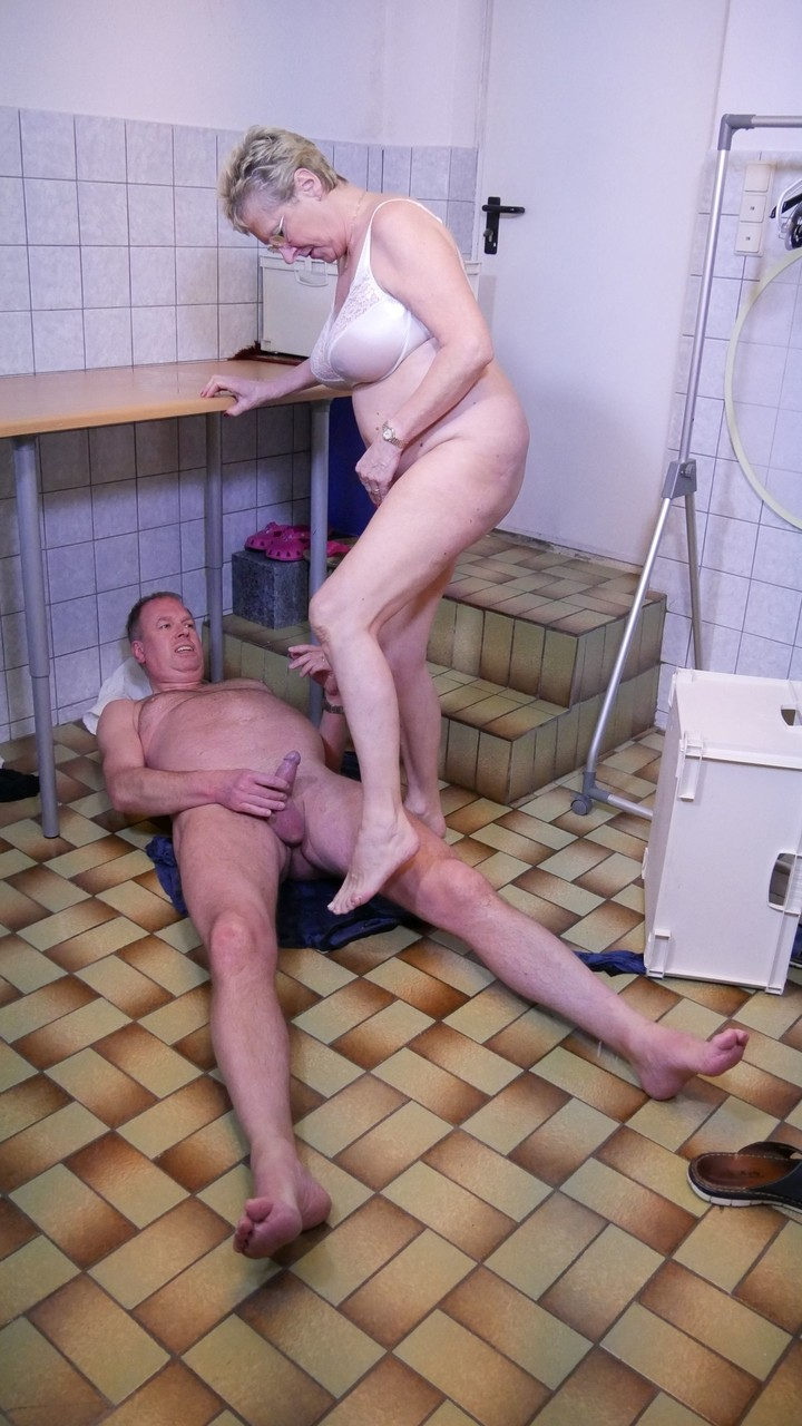 Older Man Eating Young Pussy