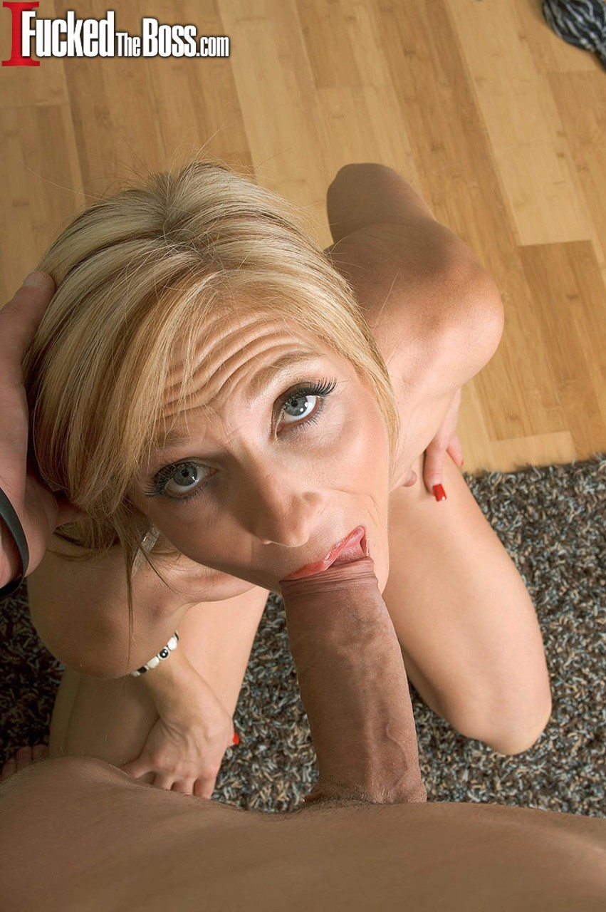 Scrawny mature Dee Dee Derianfills her mouth with young cock  cum poolside
