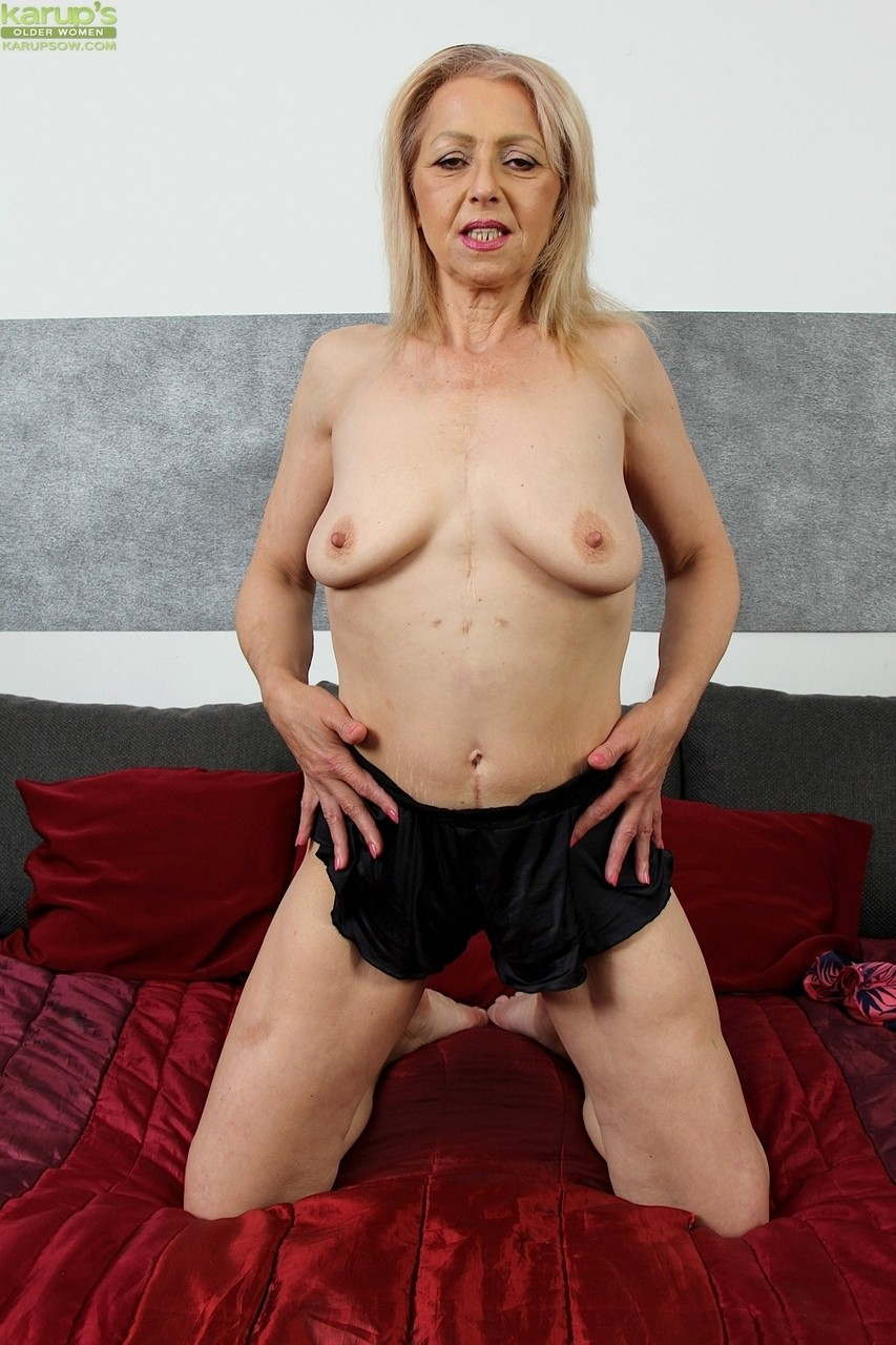 Hairy Mature Wife Cuckold