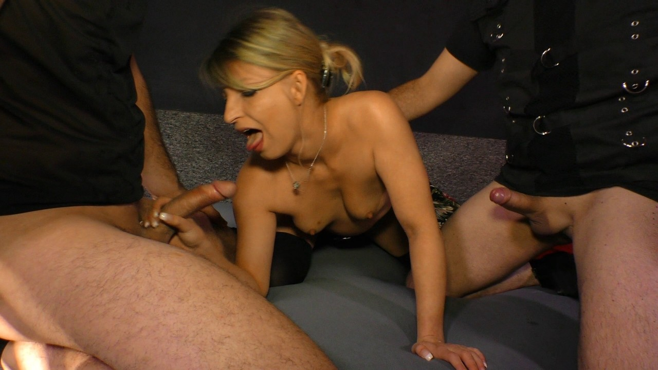 French Milf Amateur Threesome