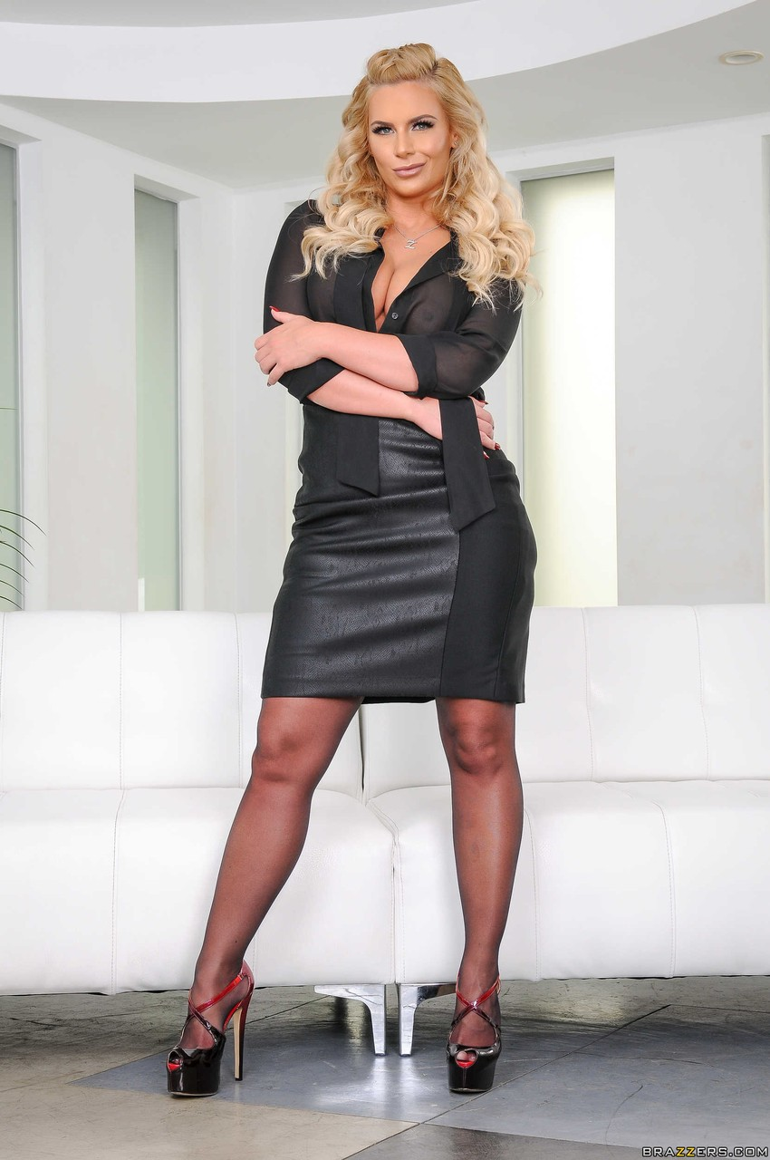 Stacked blonde business woman Phoenix Marie disrobes to spread her big ass
