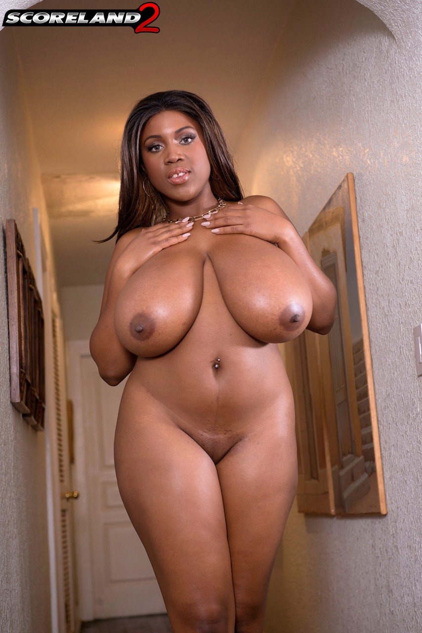 Young ebony with big tits masturbates in hot solo on gotporn