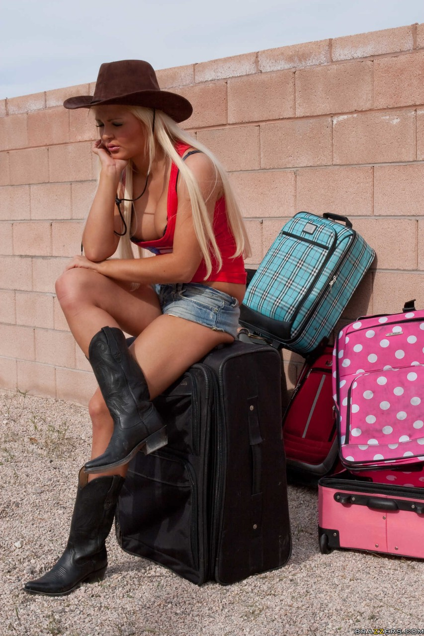 Flawless blonde cowgirl Jenna Lovely with big tits spreads her smooth ass