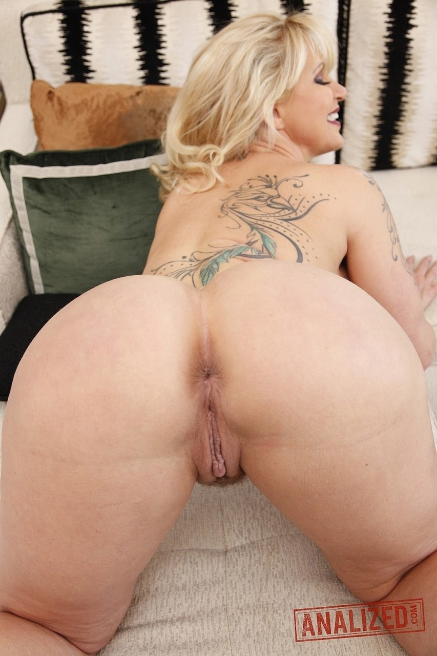 Milf blonde Ryan Conner posing seductively and displaying her pussy  ass hole