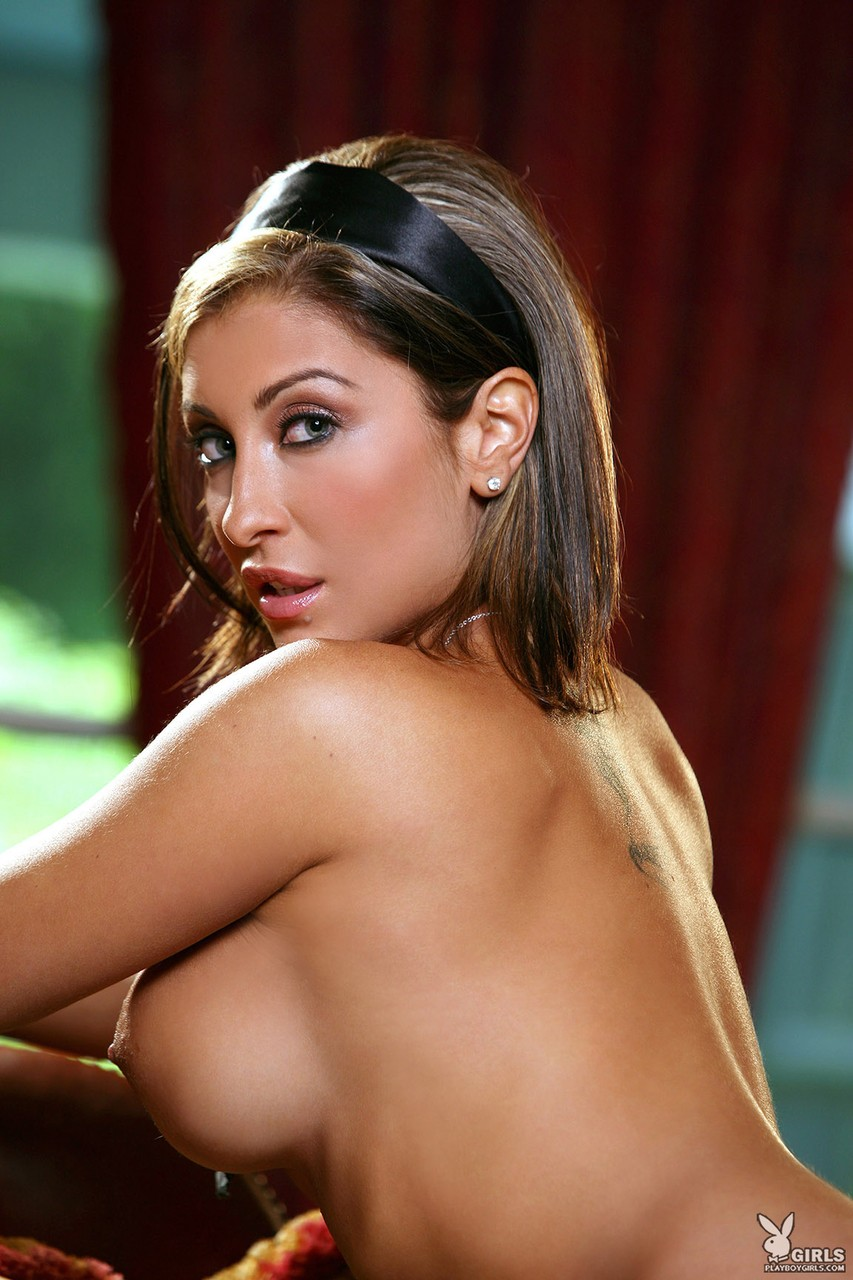 Amazing Brazilian Jessica Canizales posing naked and flaunting her boobs