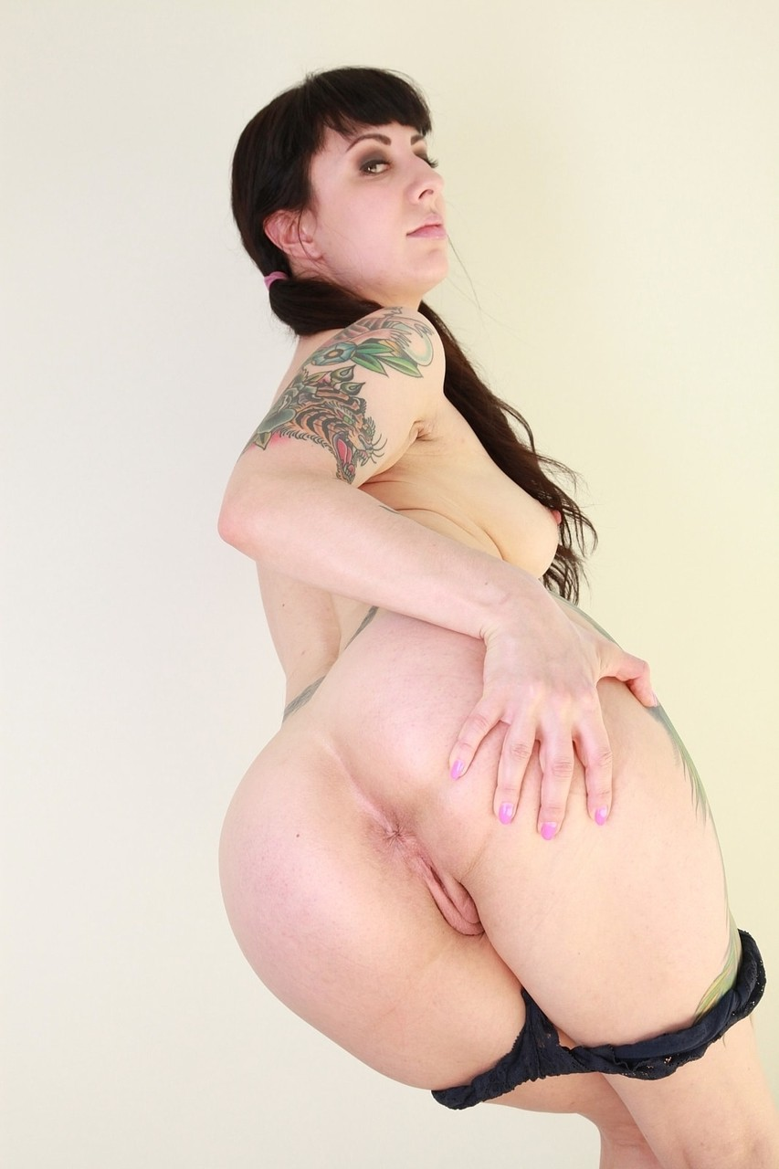 Inked girl Dollie Darko strips off and shows her smoking hot big ass