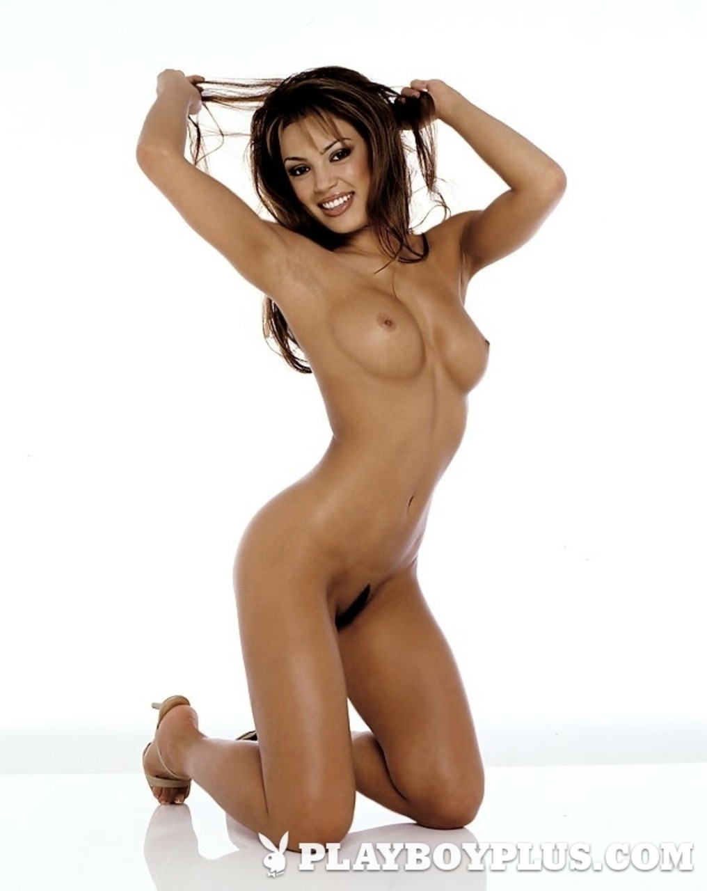 A nice compilation of gorgeous chicks with amazing curves in nude