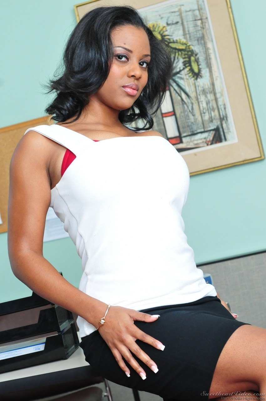 Ebony honey Alia Starr strips her garments and exposes her spectacular hooters